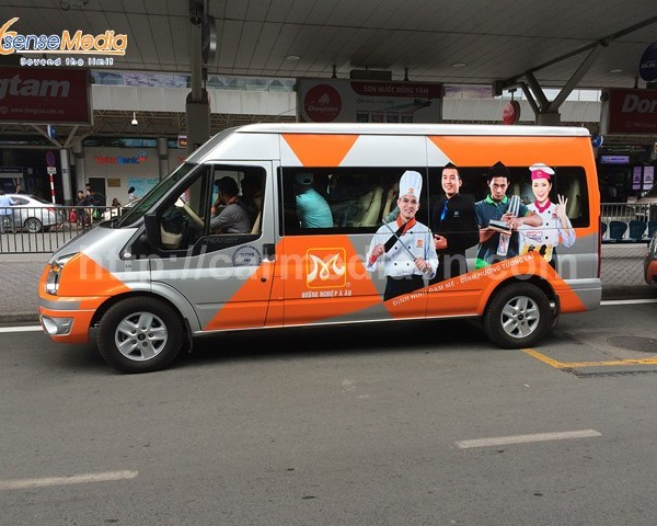 Một số mẫu quảng cáo trên xe ô tô đẹp
