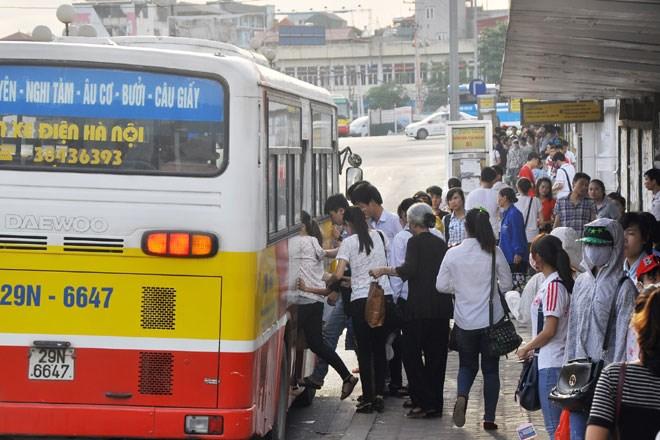 Quảng cáo trên tay cầm xe buýt tại Hà Nội và TPHCM