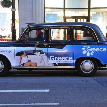 Quảng cáo trên cánh cửa xe taxi và 5 điều cần biết
