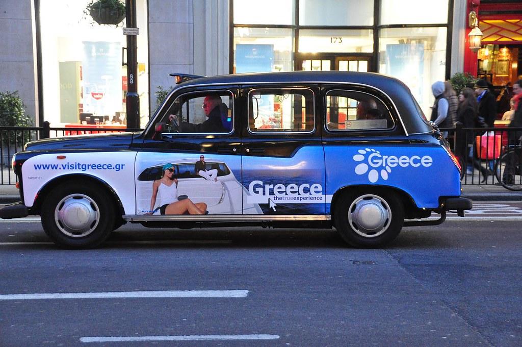 Quảng cáo trên cánh cửa xe taxi