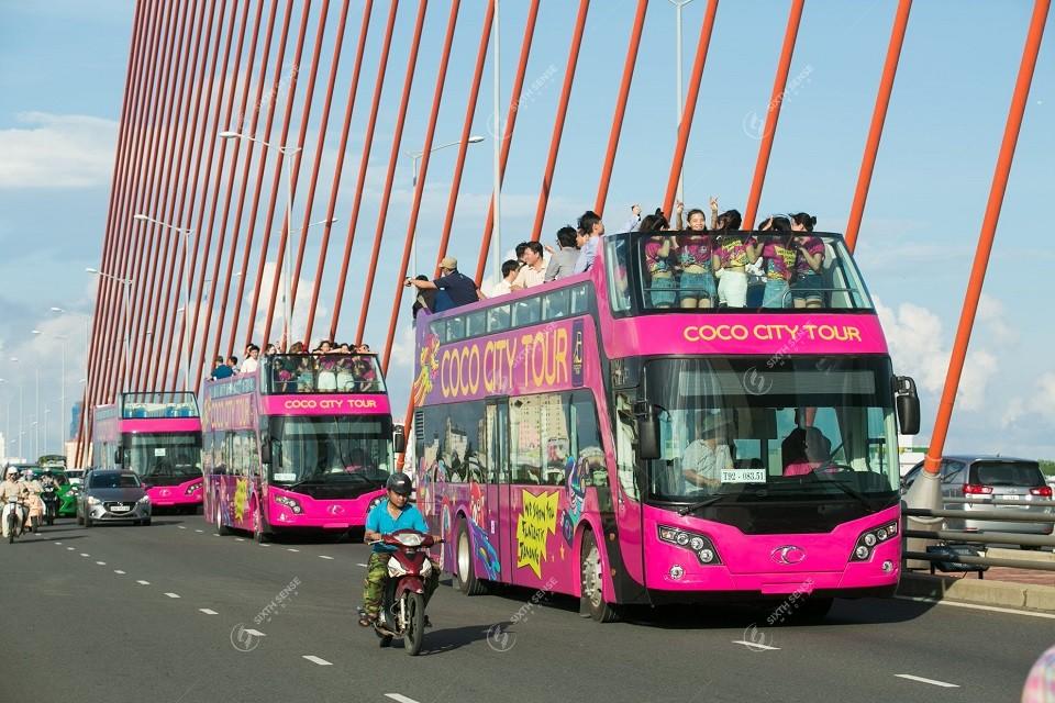 roadshow xe bus 2 tầng